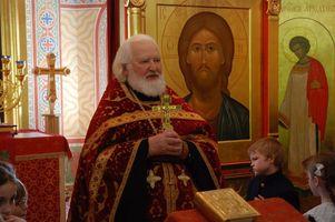 Председатель попечительского совета и духовник школы протоиерей Владимир Воробьев